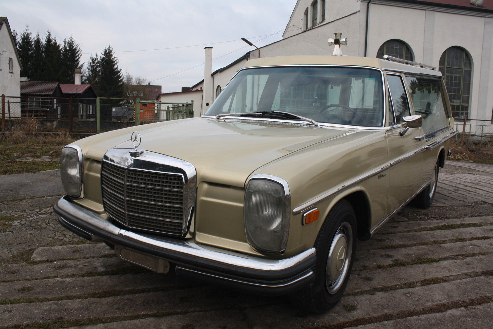 1972 mercedes benz 250 funeral coach hearse w115 for sale for Benz mercedes for sale