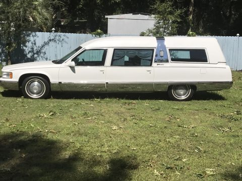excellent condition 1996 Cadillac S&S Masterpiece hearse for sale