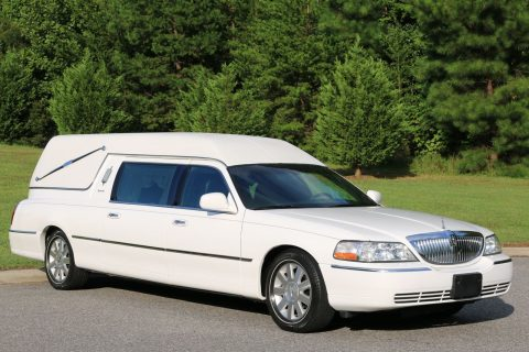 well cared of 2003 Lincoln Town Car Hearse Eureka for sale