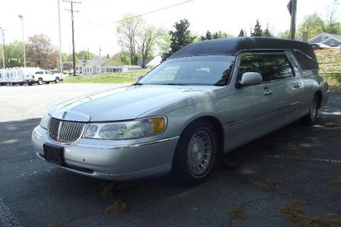 excellent condition 2001 Lincoln Town Car S&S Hearse for sale
