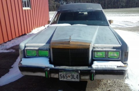 smooth running 1988 Lincoln Town Car Hearse for sale