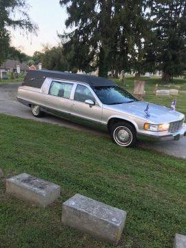 needs windshield 1994 Cadillac Fleetwood hearse for sale