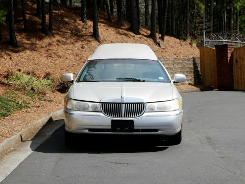 very nice 2000 Lincoln Town Car hearse for sale