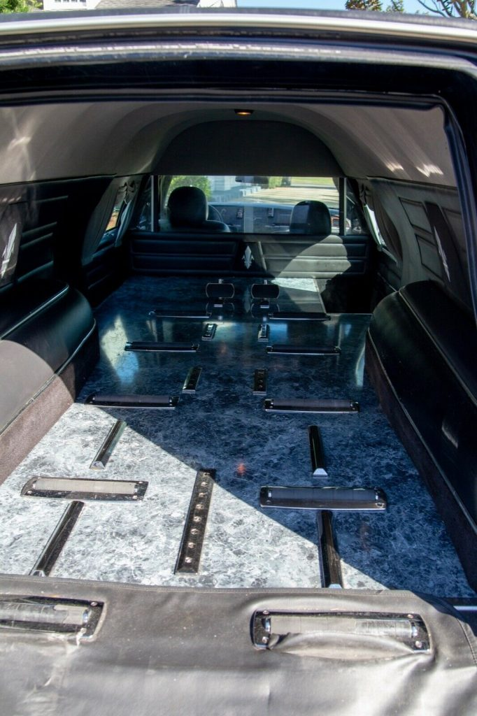 rust free 2006 Lincoln Town Car Hearse