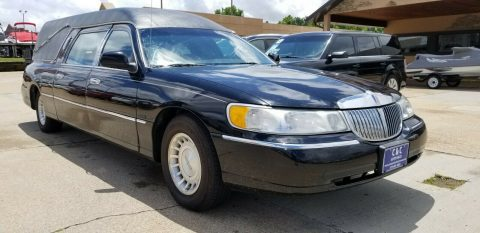 great shape 2000 Lincoln Town Car Eagle Coach Hearse for sale