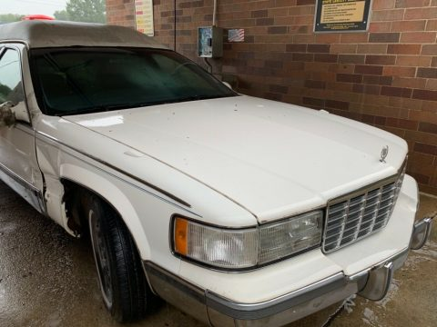 needs work 1998 Cadillac White hearse for sale