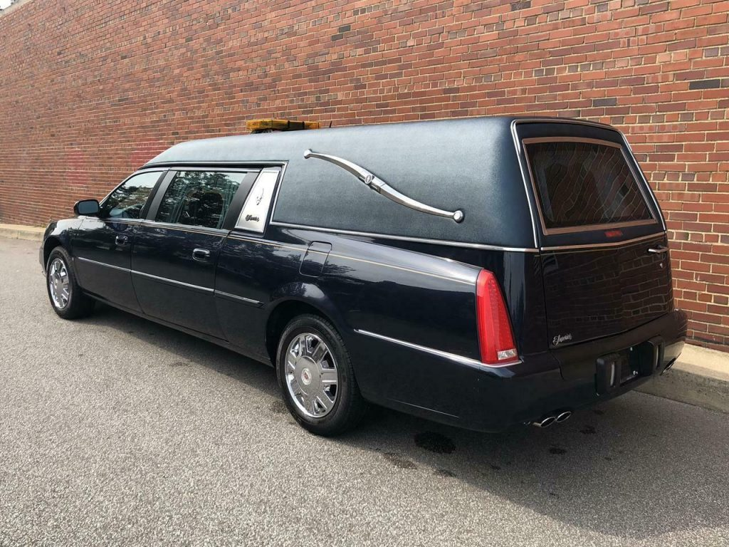 serviced low miles 2006 Cadillac S&S hearse