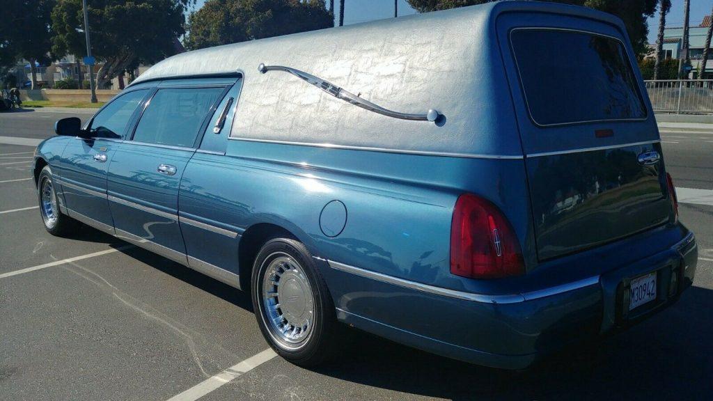 very nice 2001 Lincoln Krystal KOACH hearse